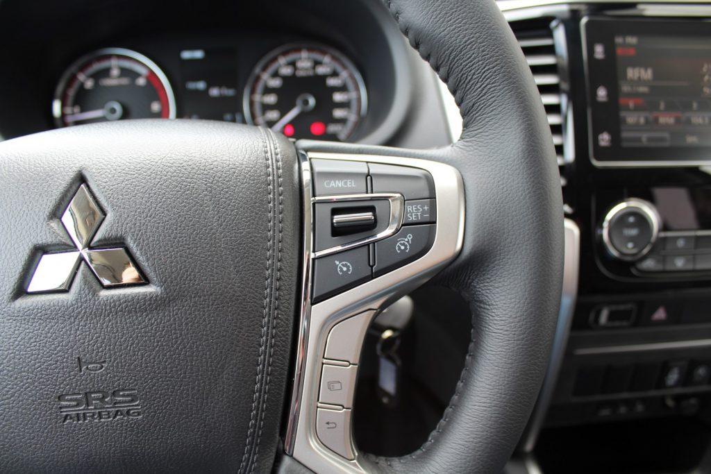 Mitsubishi L200 4WD CC Intense Strakar ( 3Lug) cheio
